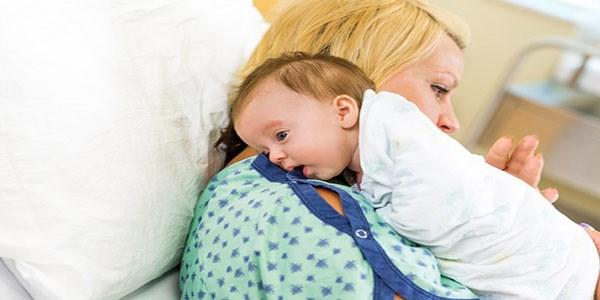 روش گرفتن باد گلوی نوزاد