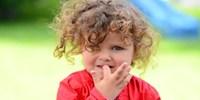 علت ناخن جویدن کودکان و راه های جلوگیری از آن