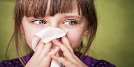 10 نشانه تشخیص آلرژی کودکان از سرماخوردگی